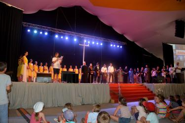 Paray le monial (france) Forum des jeunes Aout 2015 - Chorégraphie sur La Passion par l'Ecole de Danse de Nazareth