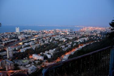 Haifa (45 minutes de l'Oasis) : le Port depuis le Carmel de Stella Maris - Grotte du Prophète Elie